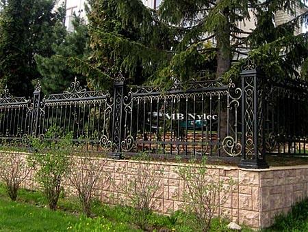 kute ogrodzenie dworskie bp38