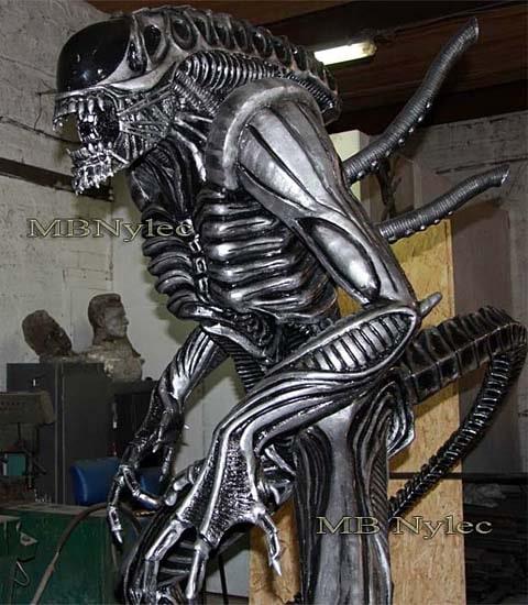 Alien-obcy-rzeźba z metalu