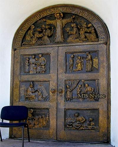 Drzwi kościelne wykute z brązu dz20