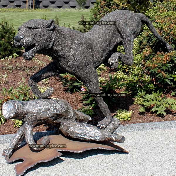 Jaguar w biegu - rzeźba ze stali