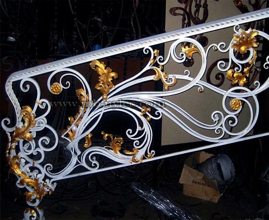 Kuta balustrada schodowa w bieli