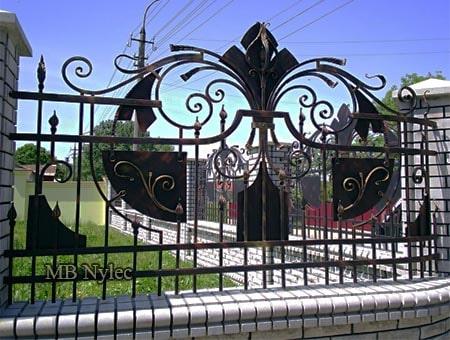 kute ogrodzenie domu posesji bp