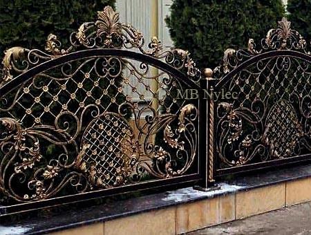 mocno zdobione ogrodzenie kute bp250