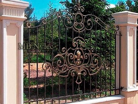 tradycyjne ogrodzenie płot do domu rezydencji bp224