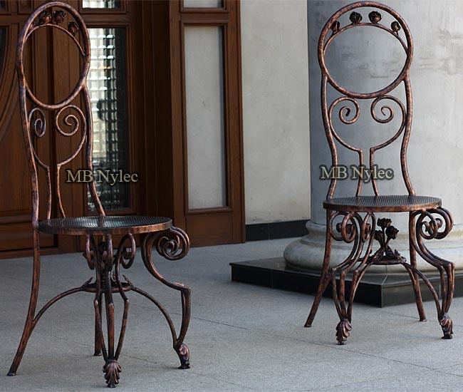 Eleganckie kute krzesła mk59