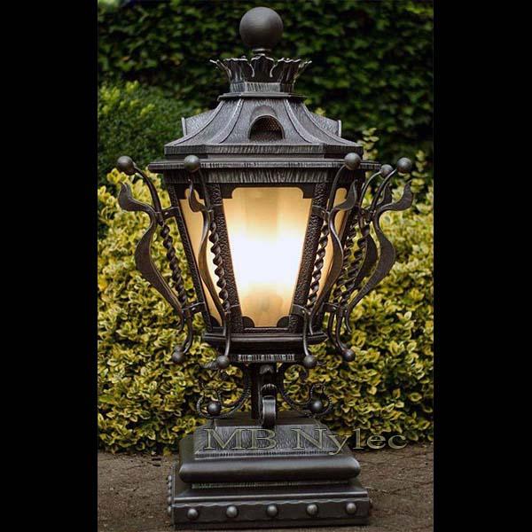 bogato zdobiona lampa ogrodowa ogd106