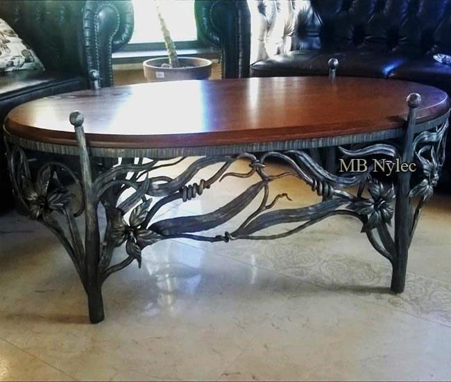 kuty stół z drewnianym blatem mk41