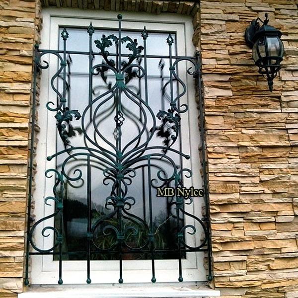 Ręcznie kuta krata okienna kowalstwo