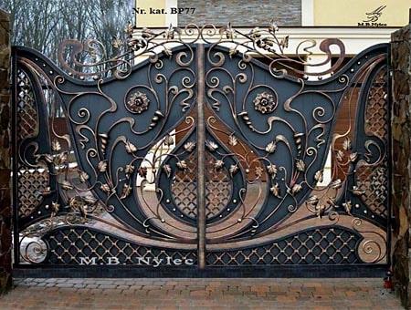 Kuta brama do rezydencji częściowo pełna (bp77)