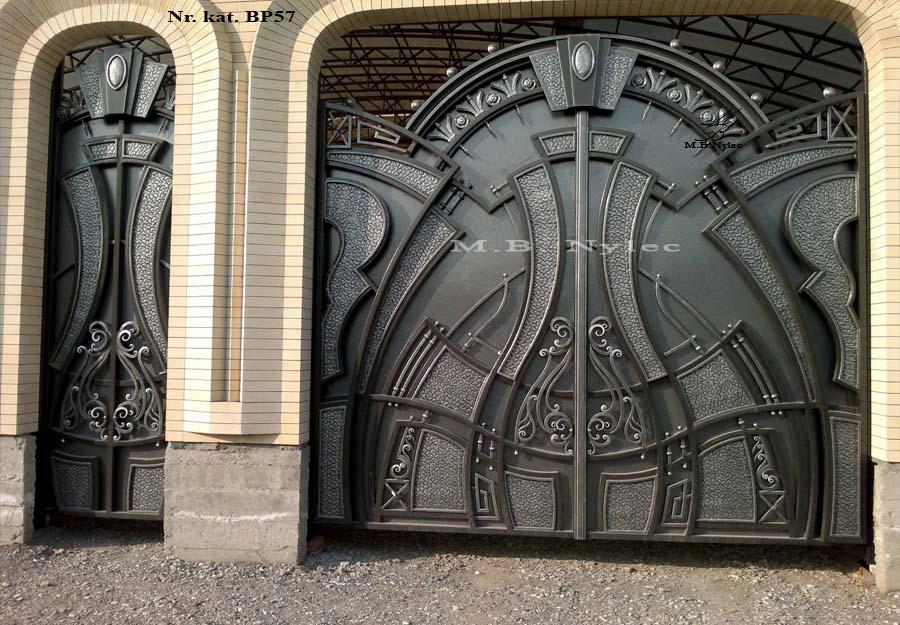 Masywna ciężka pełna brama wjazdowa bp57
