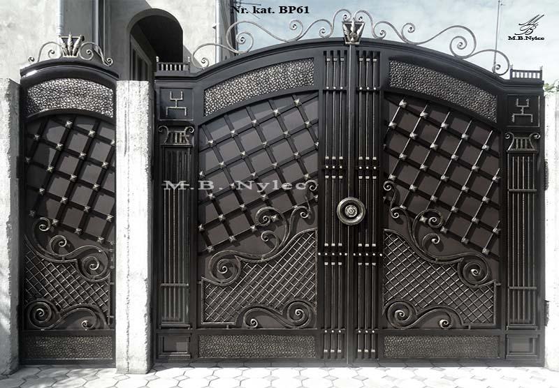 Masywna kuta brama pełna bp61