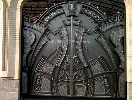 Masywna pełna brama wjazdowa bp57