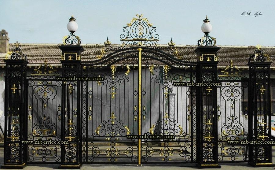 Wjazdowa brama do pałacu bp14