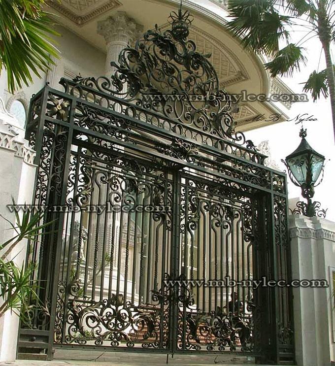masywna kuta brama pałacowa bp1