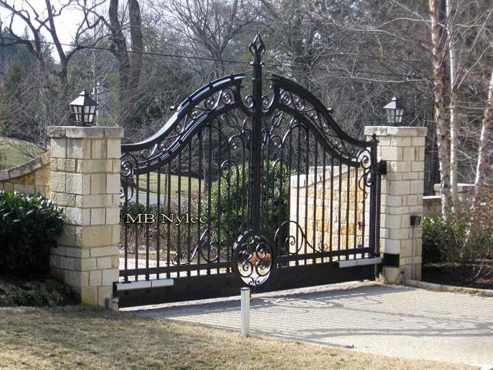 brama wjazdowa do rezydencji bp104