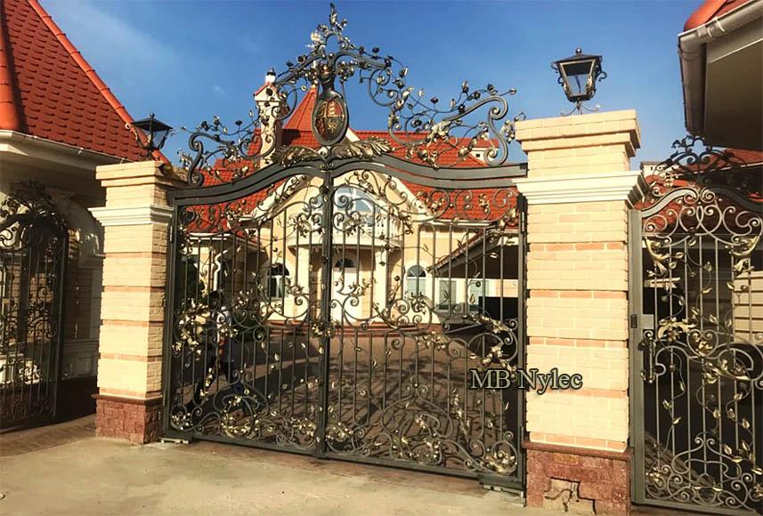 brama ze stałą koroną i herbem bp184 - bramy kute podkarpacie