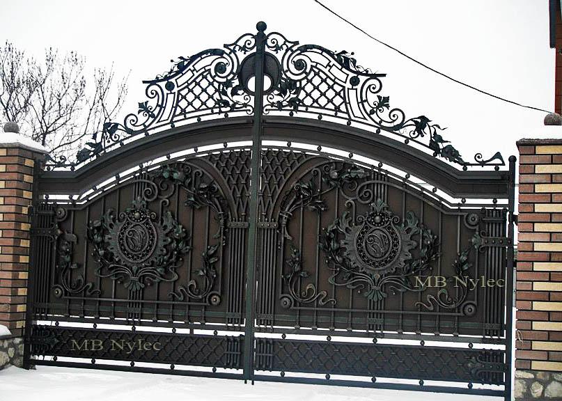 dworska brama wjazdowa z wypełnieniem bp105