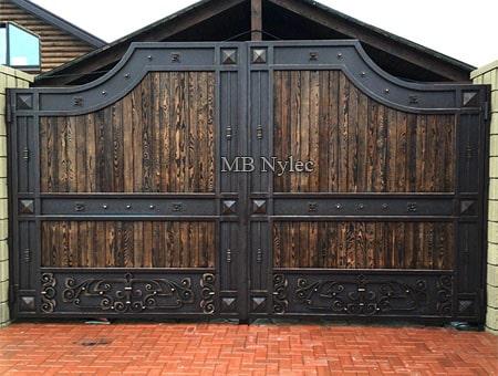 kuta brama wjazdowa z drewnem - loft vintage