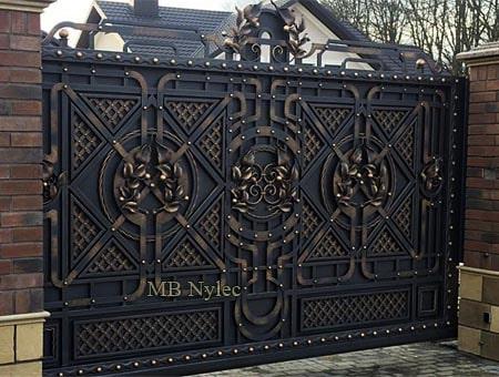 pełna kuta brama z kratownicą - kowalstwo