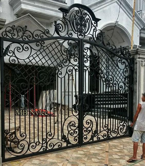 tradycyjna kuta brama wjazdowa bp183 - bramy kute warszawa
