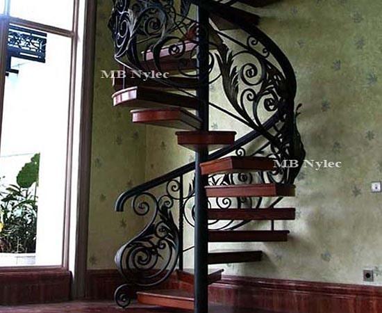 Ażurowe schody kute z balustradami ba8
