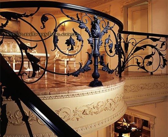 Balustrada z ręcznie kutymi akantami