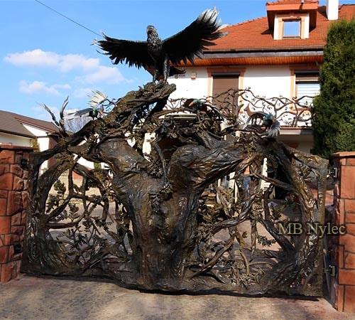 Brama myśliwska z dębem i orłem bm39