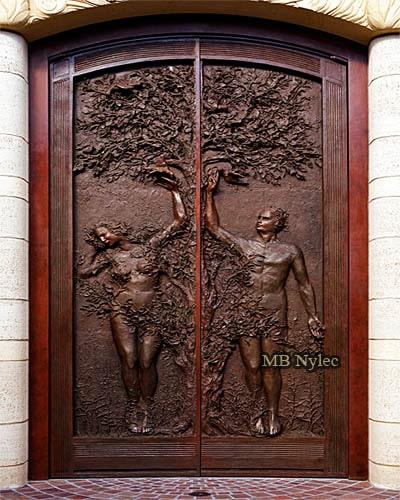 Drzwi do kościoła wykute z brązu - Adam i Ewa