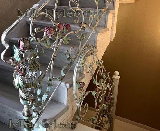 Elegancka balustrada różana ba55