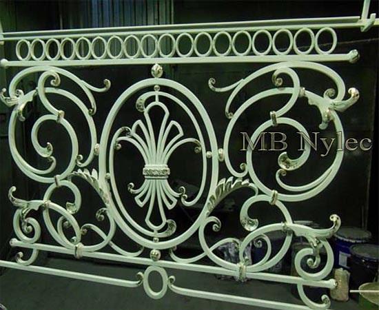Elegancka balustrada w bieli ba64