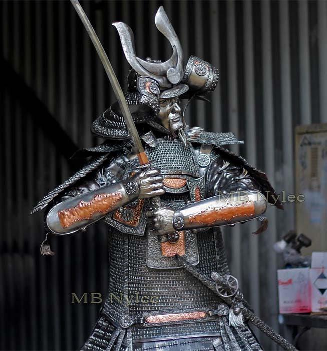 Figury z metalu - samuraj wykuty ze stali - rzeźby stalowe Dębica