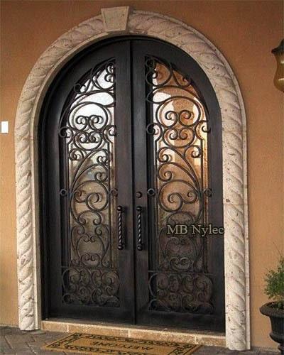 Kute stalowe drzwi wejściowe