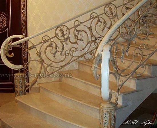 Ręcznie robiona balustrada kuta