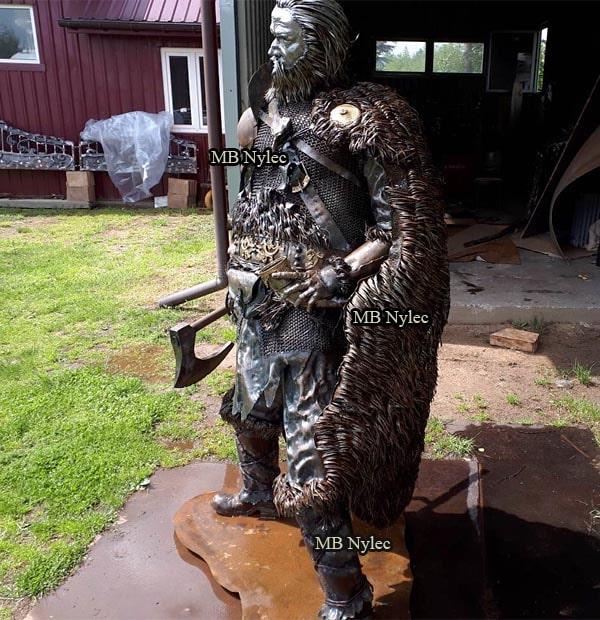 Statuły z metalu - postacie stalowe - pomniki z metalu