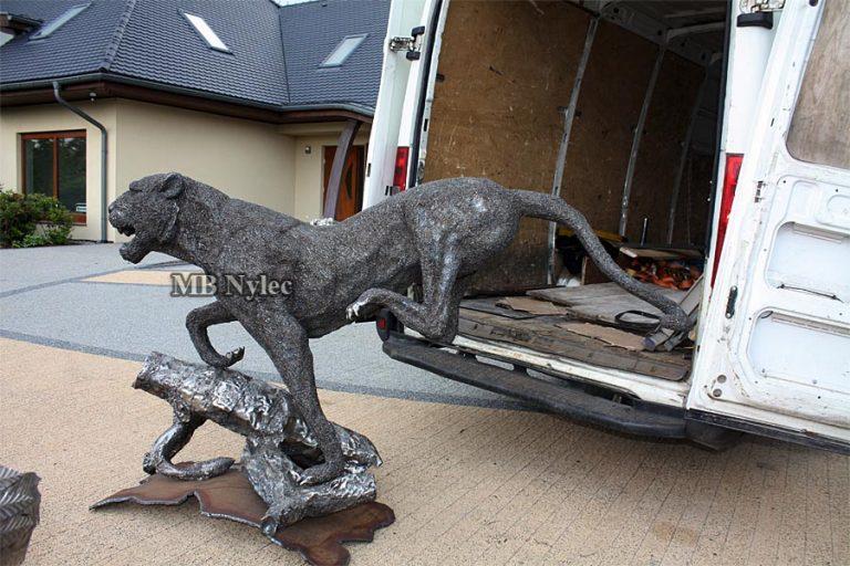 Zwierze ze stali figura posąg rzeźba