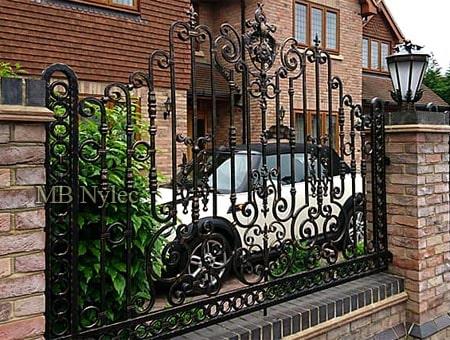 bogato zdobione prestiżowe ogrodzenie bp234