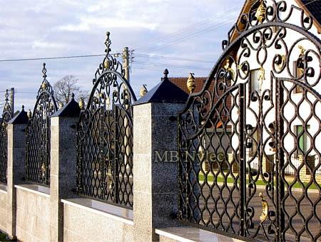 klasyczne ogrodzenie domu bp226