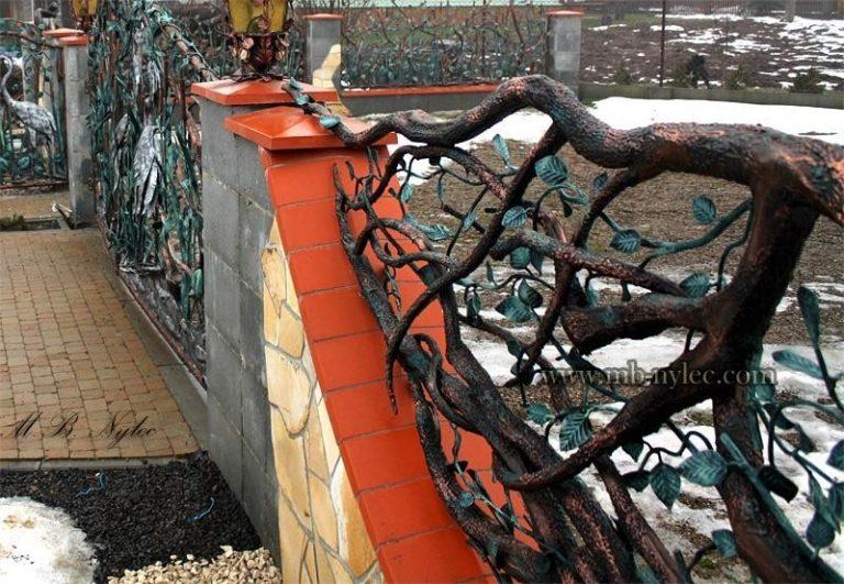 kute ogrodzenia w formie drzew i liści