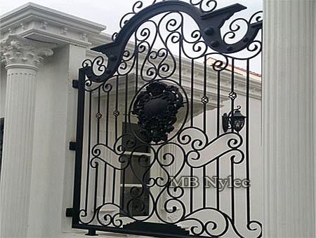 ogrodzenie z herbem bp227
