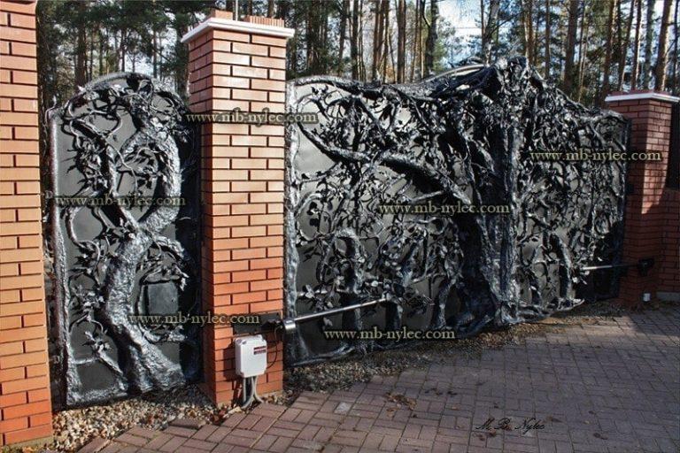 pełne bramy kute z drzewami - kowalstwo metaloplastyka