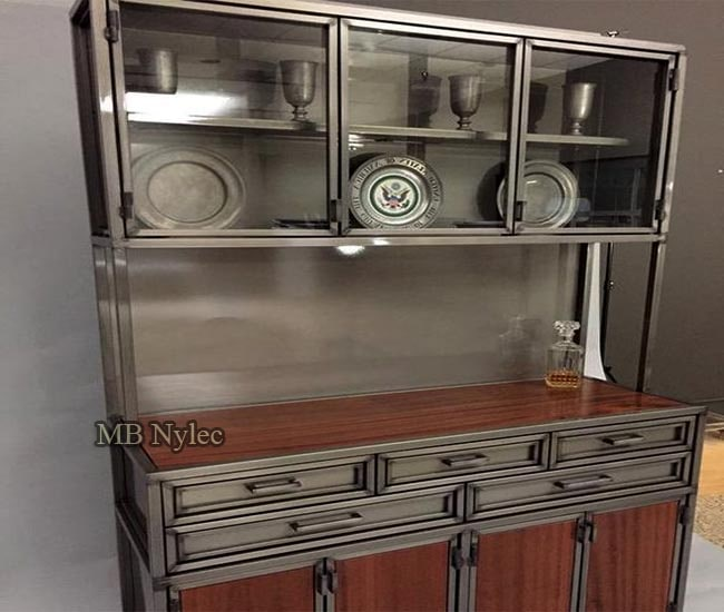 Ekskluzywny stalowy kredens vintage
