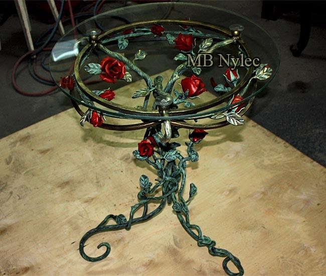 Kuty stolik kawowy z różami mk47