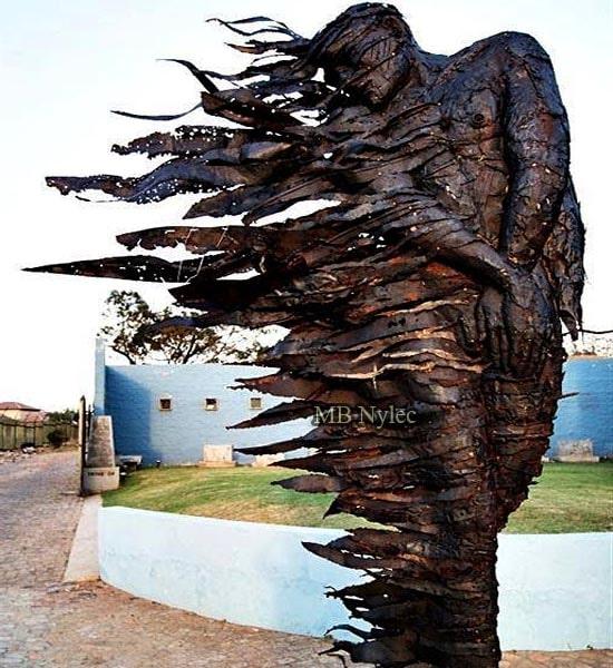 Pomnik rzeźba statua wykonana z brązu z90