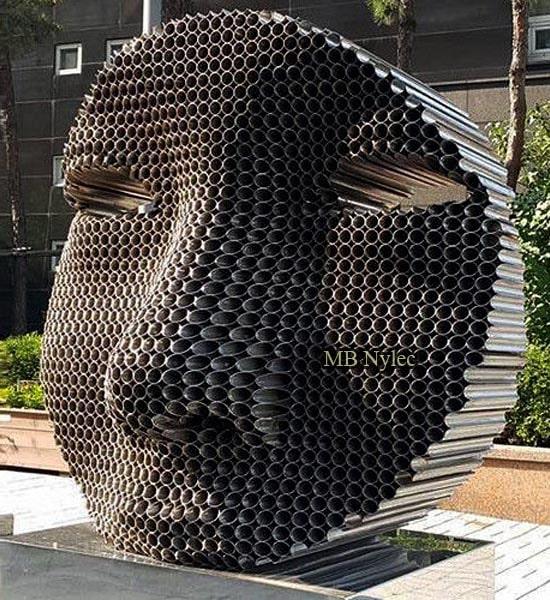 Pomnik statua wykonana ze stali