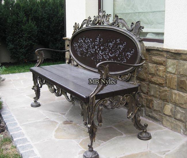Rzeźbiona ławka kuta z akantami mk4