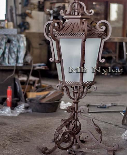 kuta lampa na słupy