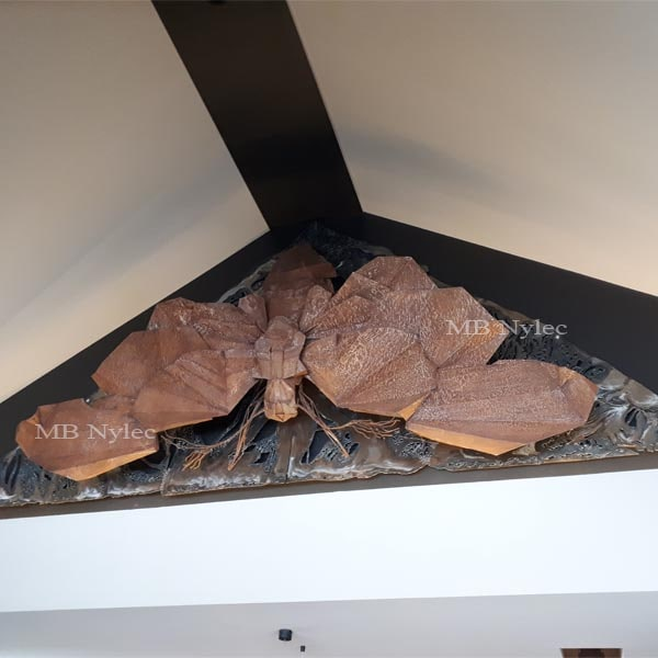 rzeźby z metalu - wystawa figur stalowych - ćma ze stali - metaloplastyka