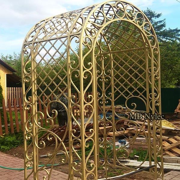 Klasyczna pergola ogrodowa kuta