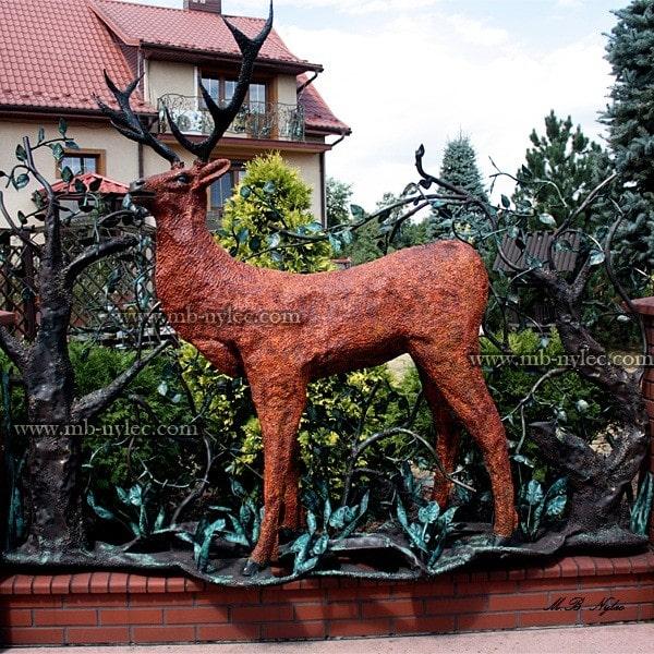 Kute przęsło ogrodzeniowe z jeleniem - kowalstwo artystyczne