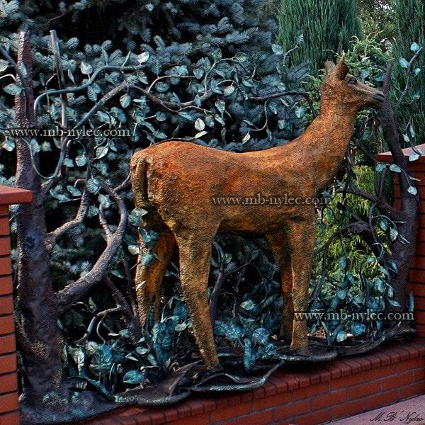 Przęsło ogrodzeniowe z łanią kowalstwo artystyczne